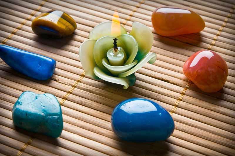 chakra-stones-candle