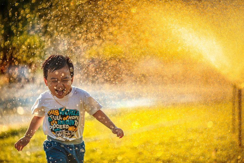 Child of Permisive Parent playing with water